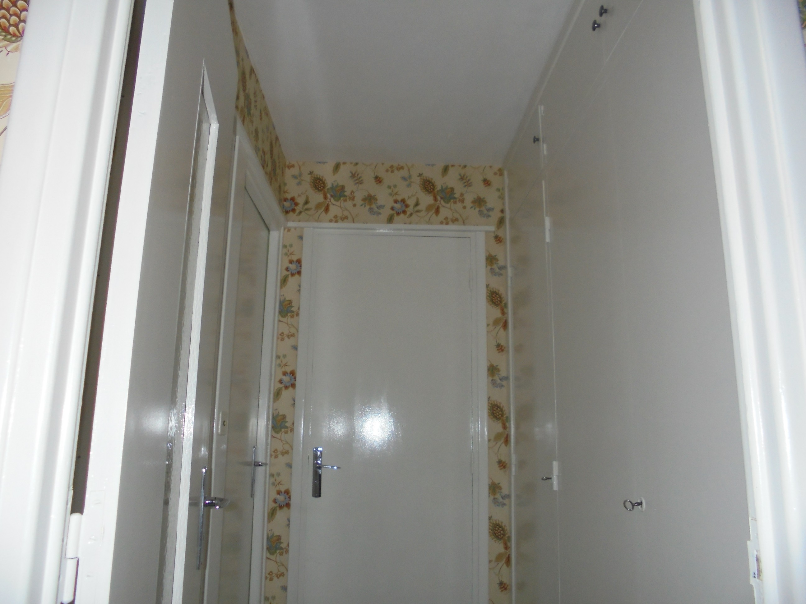 Peindre sur tapisserie chambre tapisserie deco decoration for Repeindre sur une tapisserie
